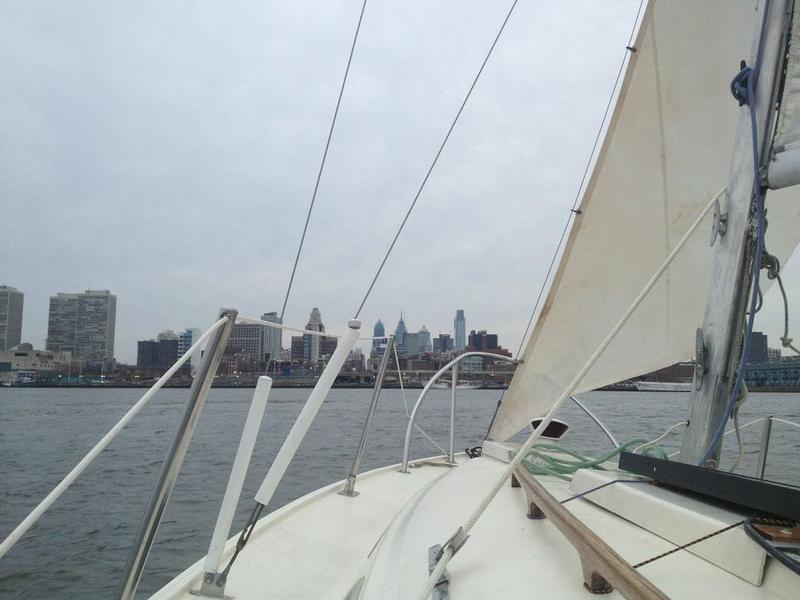 Bristol 22 Caravel-sails-up-delaware.jpg
